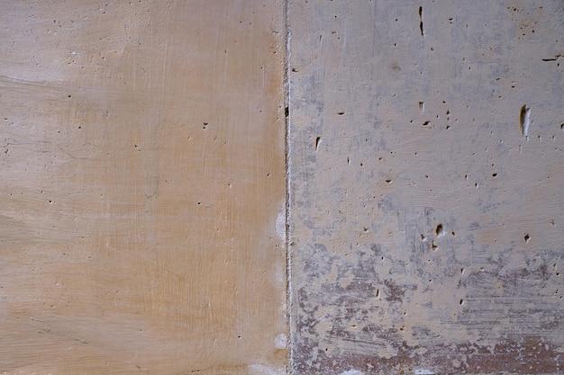 Muro dipinto di mattoni d'epoca come sfondo.