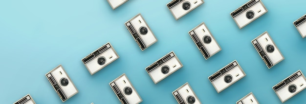 Modello di macchina fotografica d'epoca su sfondo blu.