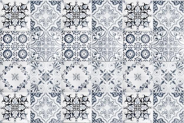 Decorazione della parete di piastrelle di ceramica dell'annata. fondo turchese della parete di piastrelle in ceramica