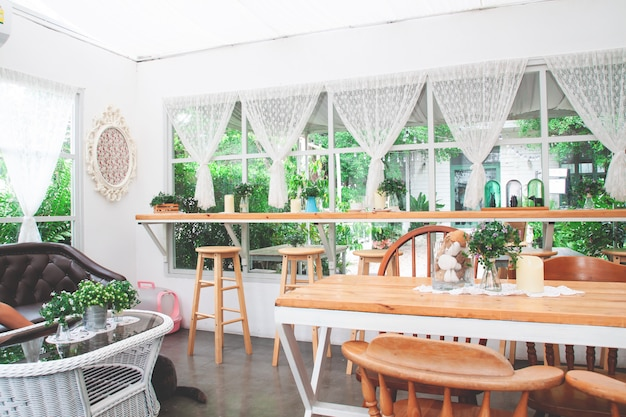 Caffetteria artigianale in stile vintage e accogliente.