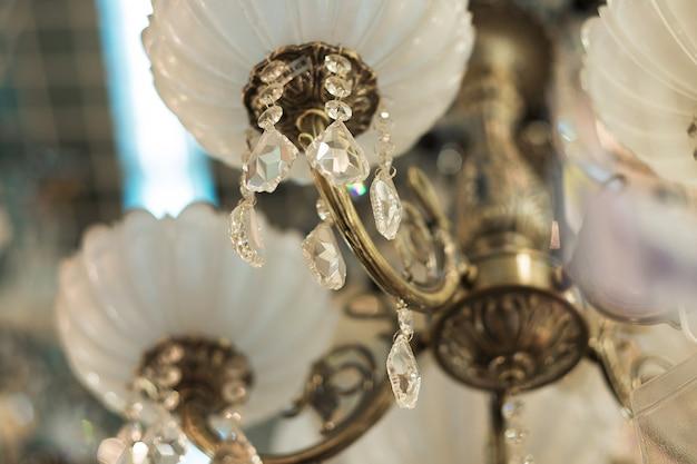 Dettagli lampada vintage in cristallo, primo piano