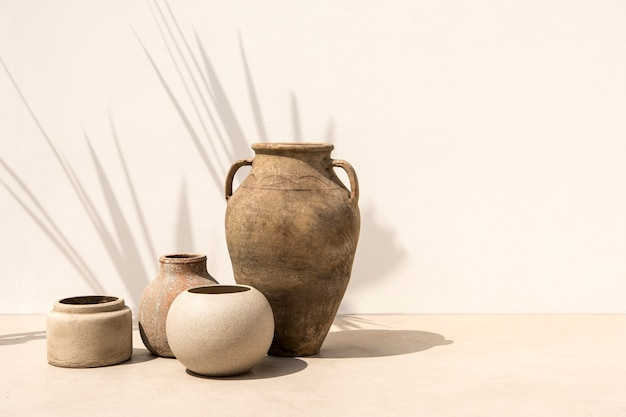 Vasi in terracotta vintage da giardinaggio in stile minimal
