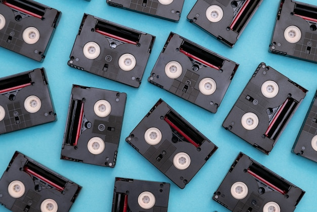 Nastri a cassetta mini dv vintage utilizzati per le riprese in un giorno.