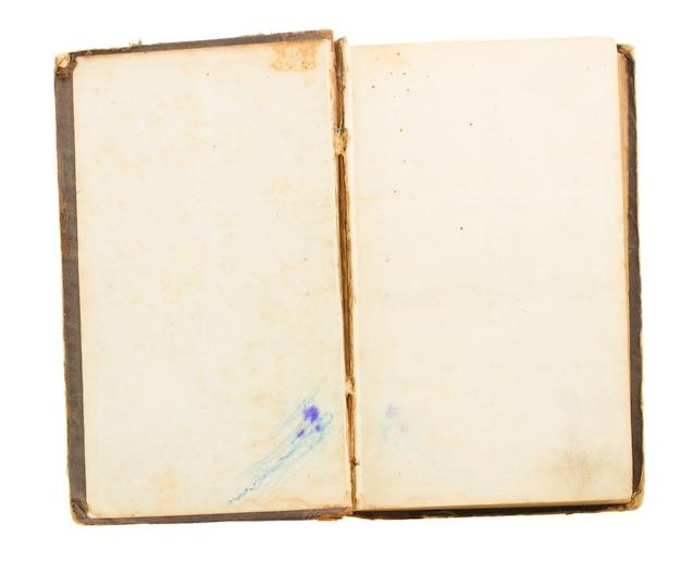 Libro aperto dell'annata isolato su bianco