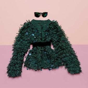 Abito vintage abbigliamento femminile alla moda. occhiali e pelliccia per lady retro fashion