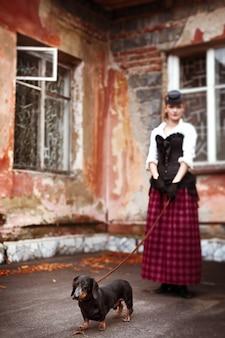 Ritratto d'annata della donna con il cane