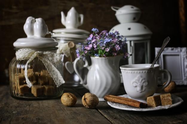 Concetto di tavolino da tè vintage