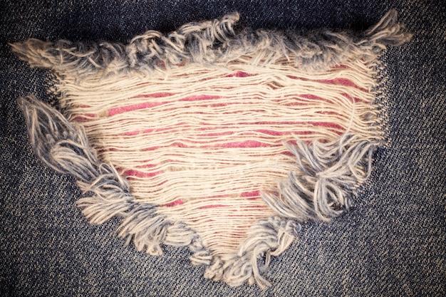 Texture vintage jeans denim strappati.