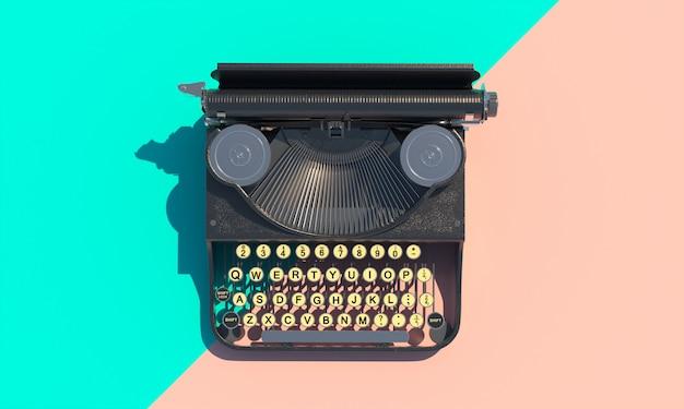 Macchina da scrivere vintage su uno sfondo piatto bicolore.