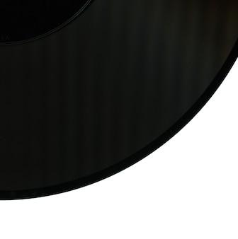 Dettaglio del disco in vinile isolato su bianco