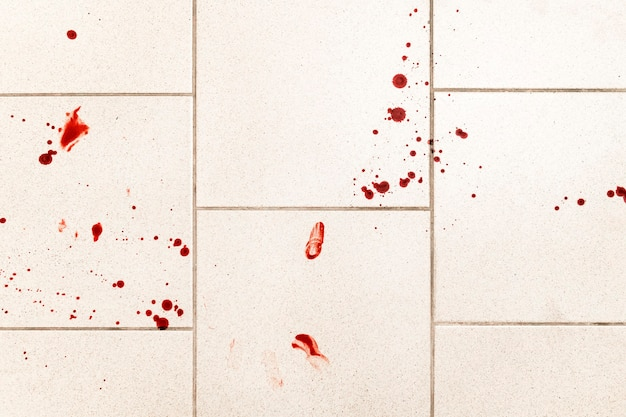 Uno sfondo concettuale di violenza che mostra gocce di sangue e schizzi è spaventoso e sporco.