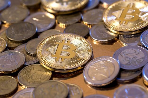 Soldi virtuali di crittografia di bitcoin d'oro