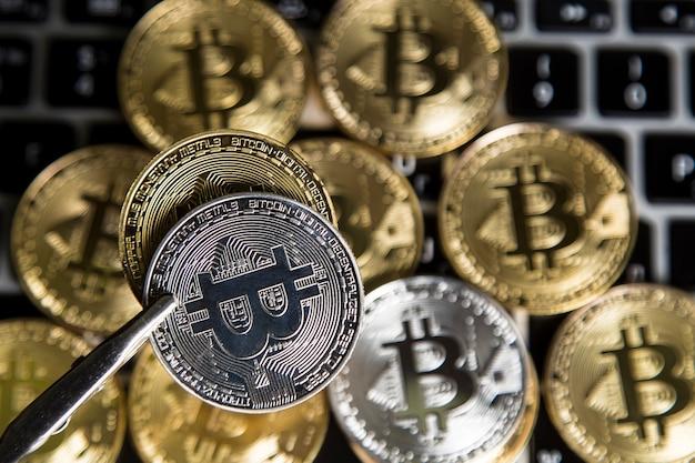 Denaro virtuale oro e argento bitcoin