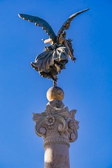 Vittoria alata statua all'altare della patria a roma, italy