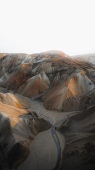 Sfondo del telefono cellulare con montagne vulcaniche landmannalaugar in islanda