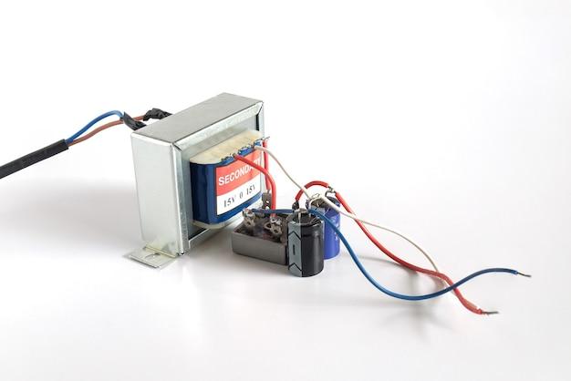 Trasformatore di potenza di tensione. trasferimento di energia elettrica agli utenti finali tramite