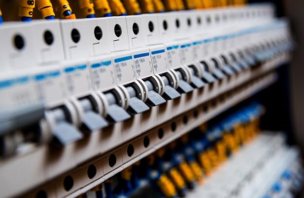 Quadro di tensione con interruttori automatici.