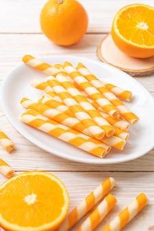 Rotolo di wafer con crema all'arancia