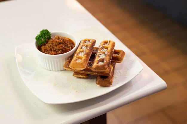 Waffles stick con salsa rossa