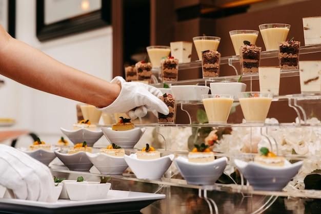 Cameriere vassoio da portata dolce dessert
