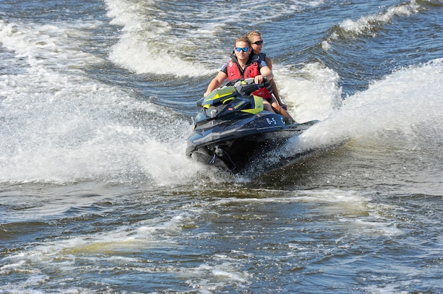 Passeggiata su moto d'acqua