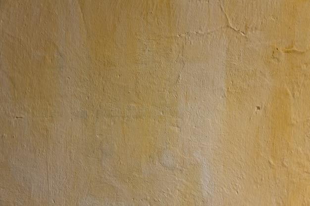 Muro di casa a gocce. la trama dell'intonaco è chiaramente visibile. copia spazio
