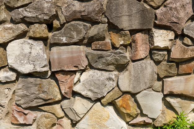 Muro realizzato con cornice naturale. struttura di pietra. foto di alta qualità