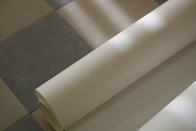 Ristrutturazione della stanza degli strumenti del rullo di vernice per pittura murale
