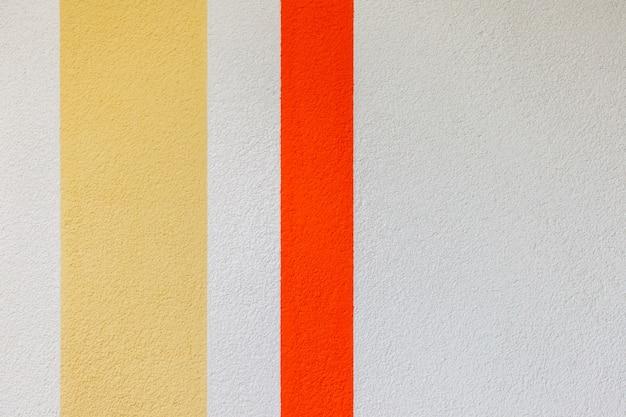Struttura della parete con linee verticali rosse, gialle