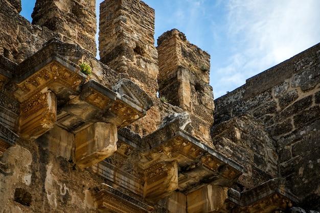Le mura del vecchio anfiteatro.