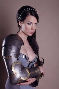 Donna guerriera. idea di moda fantasy.