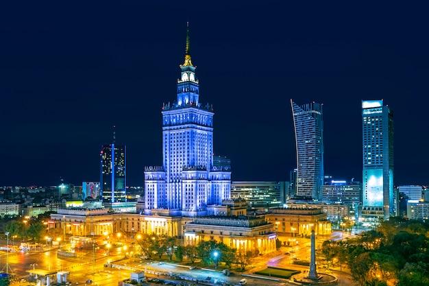 Città di varsavia di notte, polonia