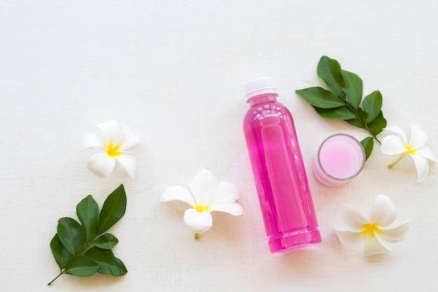 Lavare la soluzione per vestiti con detergente liquido medicinale