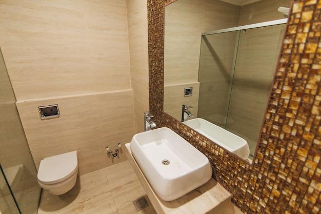 Lavabo in bagno impianto idraulico in bagno interio