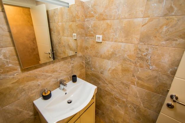 Lavabo in bagno impianto idraulico in bagno