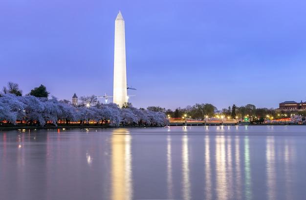 Washington monument al crepuscolo dc