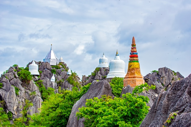 Wat chaloem phra kiat phrachomklao rachanusorn, wat praputthabaht sudthawat pu pha daeng un tempio pubblico sulla collina fuori da lampang unseen thailand.