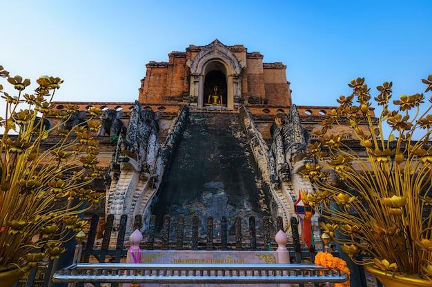 Wat chedi luang è un tempio buddista nel centro storico ed è un tempio buddista è una grande attrazione turistica a chiang mai, thailandia.