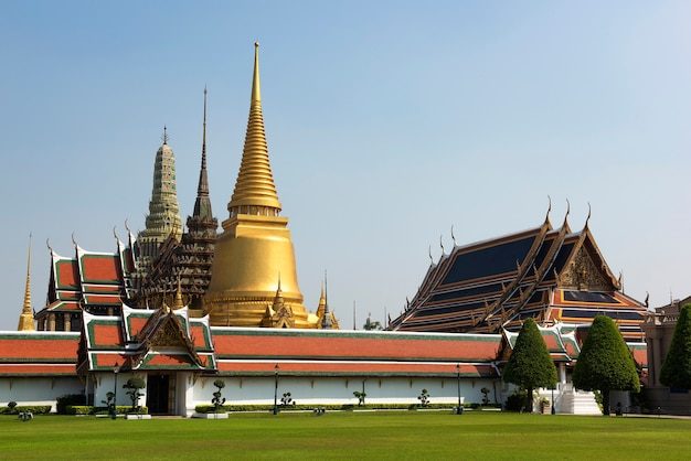 Wat phra kaew, tempio del buddha di smeraldo a bangkok in tailandia