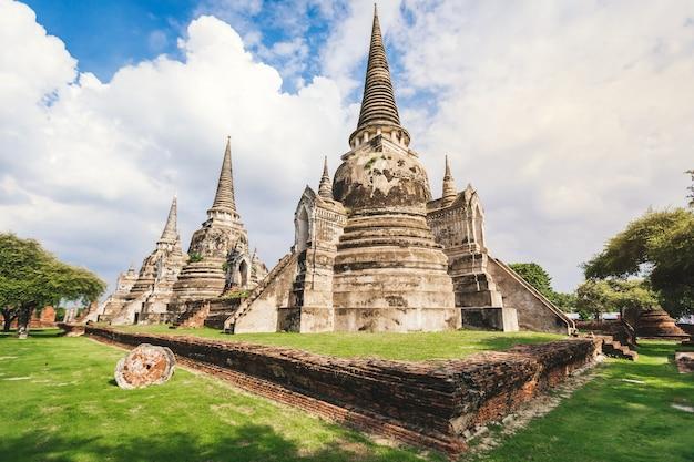 Tempio wat phra si sanphet nel parco storico di ayutthaya, questa è l'antica capitale e un bellissimo punto di riferimento storico vicino a bangkok, in thailandia