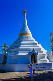 Wat phra that doi kong mu, tempio a mae hong son, tailandia