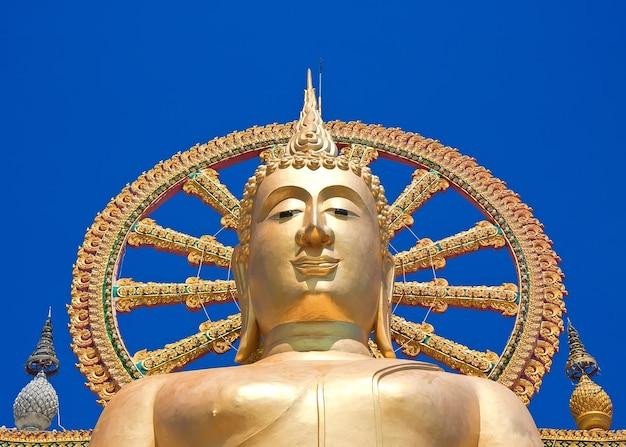 Wat phra yai, il grande tempio del buddha a koh samui, thailandia