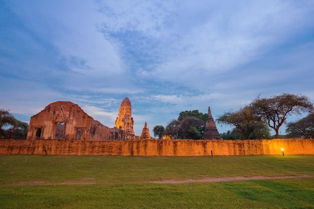 Wat ratcha burana nel parco storico di ayutthaya, tailandia