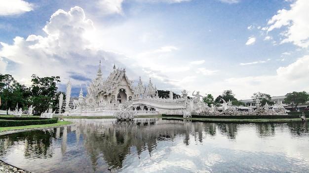 Wat rong khun, chiangrai, thailandia