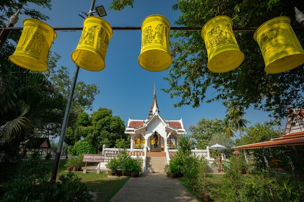 Tempio di wat tra phang thong presso il parco storico di sukhothai - thailandia