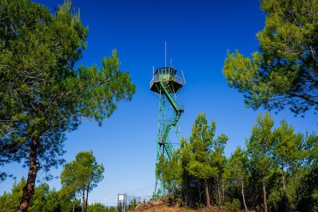 Torre di guardia per osservare i movimenti dei prigionieri in una zona montuosa.
