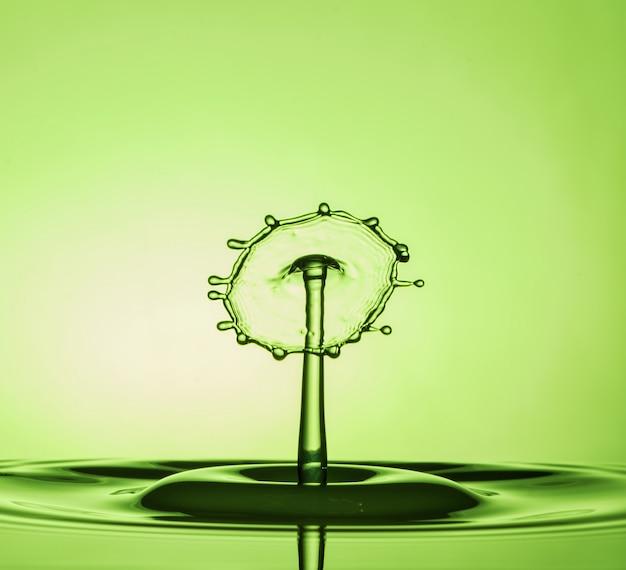 Macro di collisioni di gocce d'acqua