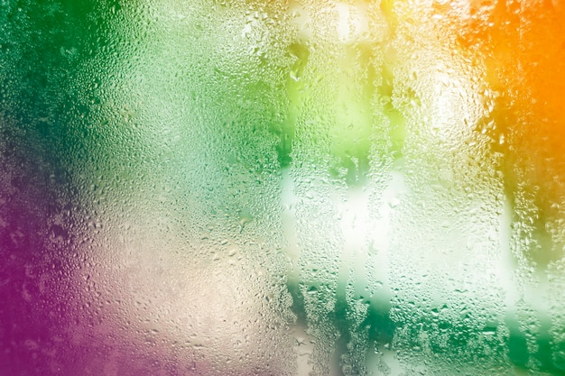 Gocce d'acqua sulla natura di vetro sfondo bokeh.
