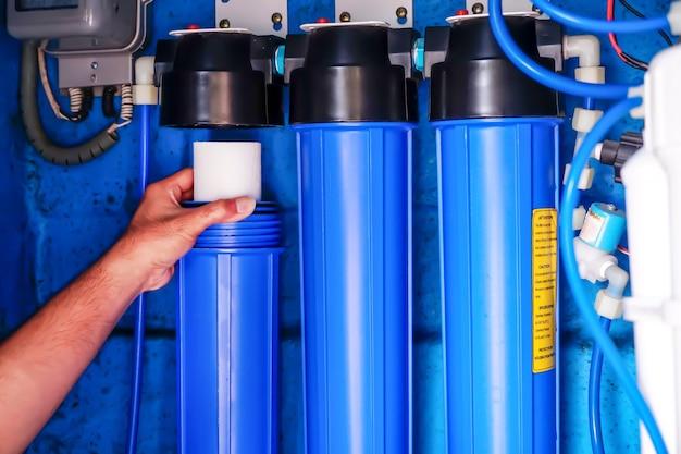 Sistema di filtraggio dell'acqua o osmosi sostituzione del filtro dell'acqua depurazione dell'acqua uso commerciale.