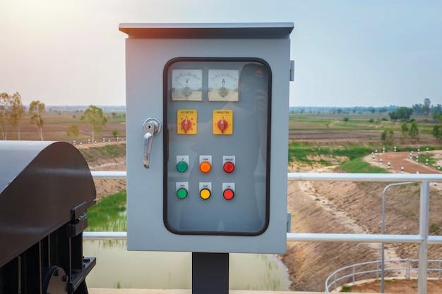 Quadro elettrico di distribuzione dell'energia idrica